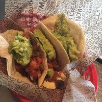 Foto scattata a Chipotle Mexican Grill da Paulina M. il 6/29/2016