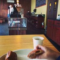 Foto tirada no(a) Fuji Bakery por Aidin B. em 4/18/2014