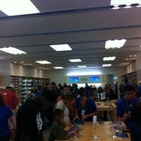Photo taken at Apple Corte Madera by Lynne B. on 10/7/2012