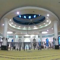 Photo taken at Masjid Al-Ghufran by Nur Nabila N. on 1/1/2017