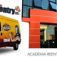 Foto tirada no(a) Reentry Academia por La Buena S. em 8/12/2013