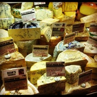 Photo prise au Murray's Cheese par Kaitlyn K. le12/6/2012