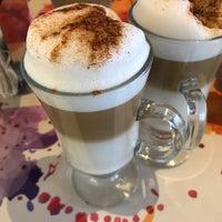 รูปภาพถ่ายที่ La Sevillana Gourmet Café โดย Dany H. เมื่อ 5/13/2017