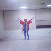 Photo taken at YOEC よしもと沖縄エンターテイメントカレッジ by ヒロユキ キ. on 2/17/2014