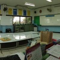 Photo taken at โรงเรียนอนุบาลลำปาง(เขลางค์รัตน์อนุสรณ์) by Nutthawut Y. on 11/21/2012