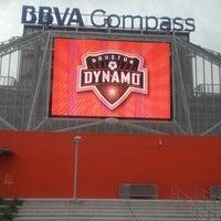 รูปภาพถ่ายที่ BBVA Compass Stadium โดย kimstoilis เมื่อ 10/14/2012