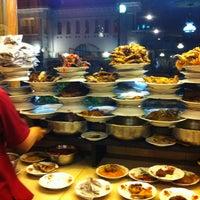 Photo taken at Restoran Padang  Kurnia Jaya by Donatello on 2/25/2013