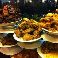 Photo taken at Restoran Padang  Kurnia Jaya by Donatello on 4/14/2013