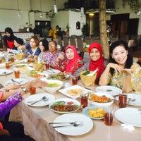 Photo taken at Gama Ikan Bakar & Seafood by Donatello on 5/18/2016