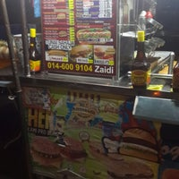 Photo taken at Zaidi Oblong Burger by Shabeila J. on 8/18/2014