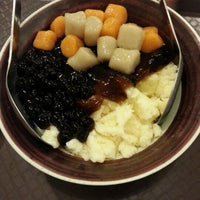 Photo taken at Ice Bowl Original Taiwan Desserts by Choryin L. on 11/2/2012