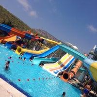 รูปภาพถ่ายที่ Ulu Resort Aquapark โดย Furkan B. เมื่อ 8/25/2018