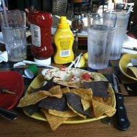 Photo taken at Uno Pizzeria & Grill - Columbia by Yemi S. on 5/15/2012