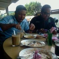 Photo taken at restoran nur syumul by Rahmat M. on 4/9/2012