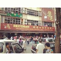 Photo taken at Restoran Jin Xuan Hong Kong Sdn. Bhd. (锦选香港特极点心) by TiNg S. on 8/8/2013