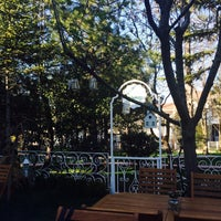 4/17/2015 tarihinde Merve Ç.ziyaretçi tarafından Cafe Bi'Kavanoz'de çekilen fotoğraf