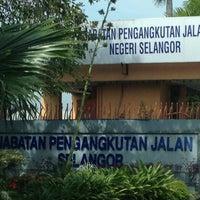 Photo taken at Jabatan Pengangkutan Jalan (JPJ) by Miky 心. on 10/18/2012