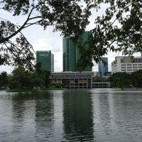 7/20/2013 tarihinde Son S.ziyaretçi tarafından Vachirabenjatas Park (Rot Fai Park)'de çekilen fotoğraf