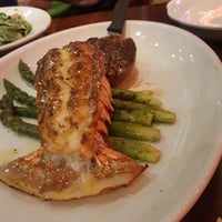 Das Foto wurde bei Pappadeaux's Seafood Kitchen von Wadad E. am 3/13/2018 aufgenommen