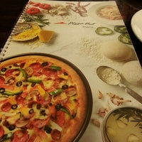 Photo taken at Pizza Hut by 👸🎀Hasmida H. on 1/26/2015