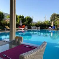 Das Foto wurde bei Göcek Naz Hotel von Hasan S. am 8/17/2018 aufgenommen
