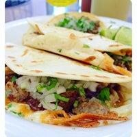 Das Foto wurde bei Tacos La Banqueta von Dallas Foodie (. am 1/28/2016 aufgenommen