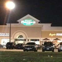 Photo prise au Phoenicia Specialty Foods par Mike H. le2/9/2013