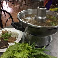 Photo taken at วัฒนาพานิช เกาเหลาเนื้อ by Khemarath C. on 5/27/2017