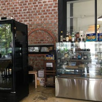 Foto tomada en Sireena Italian Restaurant por Anya S. el 4/29/2016