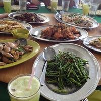 Photo taken at Restoran Muhibbah Seafood by aion9525 on 5/14/2013