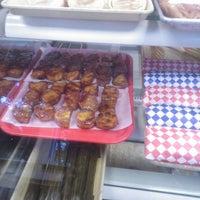 Foto tirada no(a) Despi Delite Bakery por Jia-Ying X. em 11/3/2014