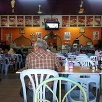 Foto tirada no(a) Matt Cafe por Reedone M. em 12/4/2012