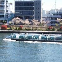 Photo taken at 隅田川テラス 日本IBM本社事業所前 by hiro m. on 3/30/2018