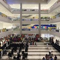 Foto scattata a Ayala Malls South Park da Brian Anthony C. il 3/8/2017