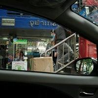 11/23/2012にdonaldKop Y.がChula Bhesaj Drug Storeで撮った写真
