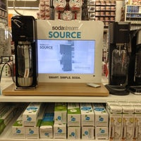 Photo taken at Bed Bath & Beyond by Dexter L. on 12/22/2012