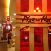 Photo taken at Pizza Hut by Lanun D. on 8/20/2017