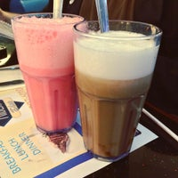 Photo taken at Majestic Diner by Nummy M. on 10/3/2015