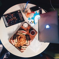 Снимок сделан в İçərişəhər Bookhouse & Cafe пользователем Gunel I. 9/15/2016