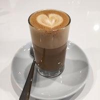 Photo prise au Wrecking Ball Coffee Roasters par Bo R. le10/25/2014