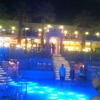 8/27/2014 tarihinde Tugba Taşkıranziyaretçi tarafından Halikarnas The Club'de çekilen fotoğraf