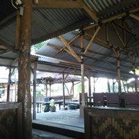 Photo taken at Saung Liwet Kang Nana by Unix digital gelo D. on 8/1/2015