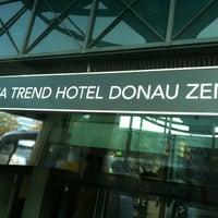 รูปภาพถ่ายที่ Hotel Donauzentrum โดย Selma G. เมื่อ 10/17/2013