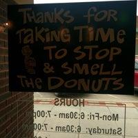 Foto scattata a Sandy's Donuts da Kelli M. il 5/18/2018