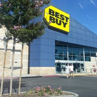 Photo taken at Best Buy by Leah P. on 6/26/2013