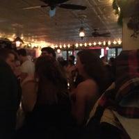 Foto scattata a Loverboy da Jake Y. il 1/28/2018