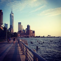 Foto tirada no(a) West Side Highway Running Path por Adam G. em 8/2/2013