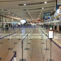 Photo taken at Comodoro Arturo Merino Benitez International Airport (SCL) by Milko G. on 6/24/2013