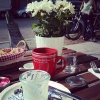 Photo prise au Louise Chérie Café par moeffju le4/26/2013