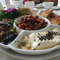 Photo taken at Kung Tak Lam Shanghai Vegetarian Cuisine 功德林上海素食 by Andrea M. on 7/1/2016
